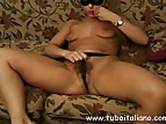 Ital'janskaja matjurka masturbiruet