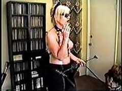 Gospozha kurit i komanduet seksrabom