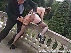 Итальянская брюнетка умеет трахаться