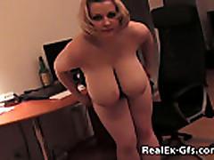 Домашняя порнушка толстой сисястой блонди