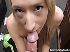 Blondinka na kastinge soglasilas' na anal'nyj seks