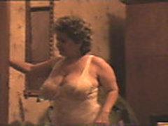 Grudastaja mamochka v seksual'nom bel'e