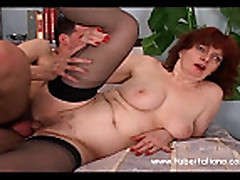 Любительское порно толстушки с волосатой киской