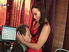 Anal'nyj seks i fisting s mamochkoj v ofise