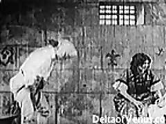 Vintazhnoe video zreloj damy s volosatoj kiskoj