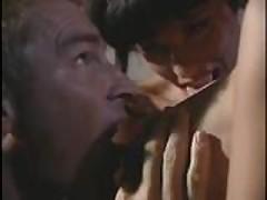 Klassicheskoe video s grudastoj brjunetkoj iz Evropy
