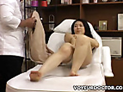 Азиатка дала кончить в свою волосатую киску