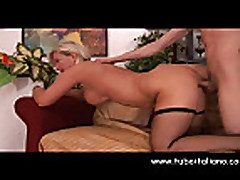 Anal'nyj seks s mamochkoj brjunetkoj na kastinge