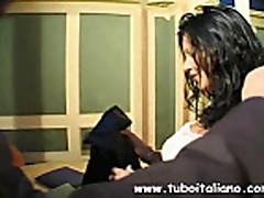 Ital'janskuju seksual'nuju brjunetku vyebali