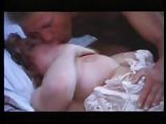Vintazhnoe video s grudastoj krasotkoj v chulkah