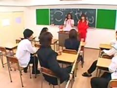 Школьница азиатка мастурбирует