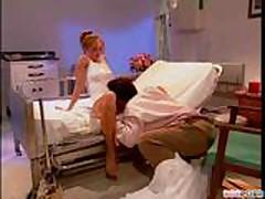 Доктор трахает пациентку блондинку