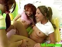 Сексуальные лесбиянки лижут киски и трахают пальчиками