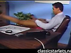 Blondinka delaet minet v ofise