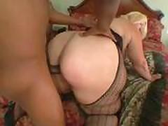 Анальный секс со зрелой толстушкой