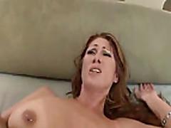 Mamochku s bol'shimi sis'kami ebut v anal