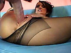 Anal'nyj seks s grudastoj brjunetkoj