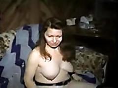 Grudastaja tolstushka mamochka masturbiruet