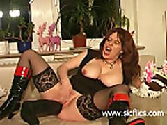 Мамаша любительница трахать себя секс игрушкой в попку