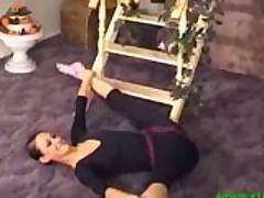 gibkaja strojna devushka primenjaet gimnastiku v sekse 1752107353
