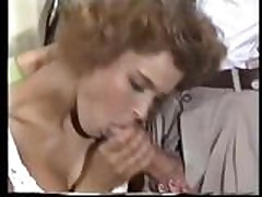 Klassicheskij seks s grudastoj brjunetkoj