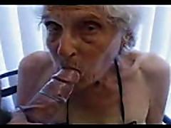 Старая 84 летняя старуха все еще любит молодых парней