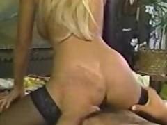 Сексуальную блондинку в чулках трахают раком, порно скачать беплатно