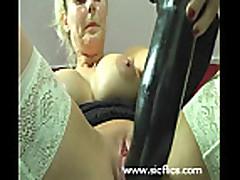 Masturbacija predmetami s blondinkoj