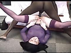 Старая женщина трахается с негром