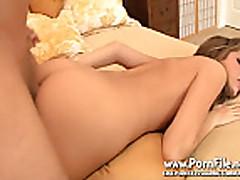 Дженна Хейз мастурбирует в туалете