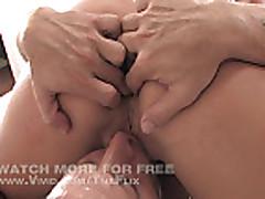 Никки Джейн хлебает сперму после секса