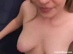 Горячая блондинка жена жует член