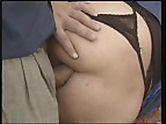 Пожилая дама получает в задницу и фистинг