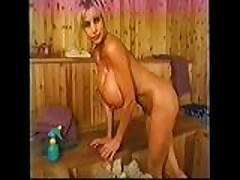 Секс в сауне с шлюхой у которой большие буфера