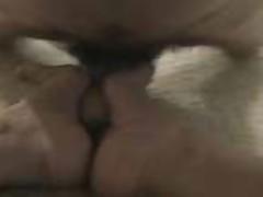 Длинноногая красотка дрочит член ножками