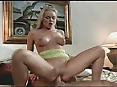 Сильвия снимается в порно и сосет