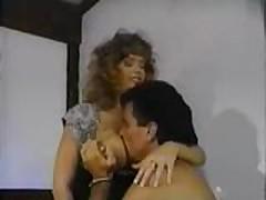 Klassicheskoe video  s grudastoj krasotkoj v chulkah