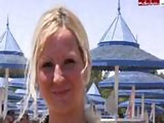 Blondinku trahajut na pljazhe