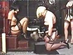 Госпожа доминирует над сексрабом