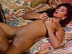 Межрасовые секс с мамочкой брюнеткой