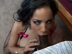 Сладкая сучка в бикини