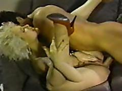 Klassicheskoe porno s grudastoj mamochkoj