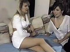 Сексуальные лесбиянки лижут киски и трахают их пальчиками
