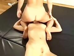 Сексборьба лесбиянок