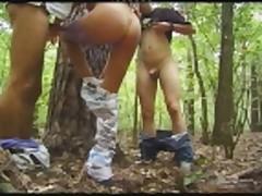 2 parnja trahnuli moloden'kuju v lesu