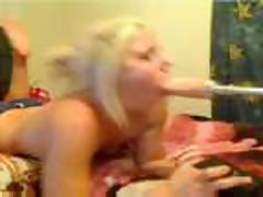 Moloden'kaja blondinka delaet minet