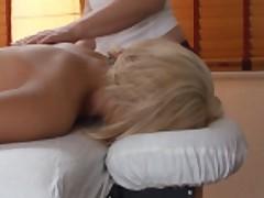 Kira delaet super massazh