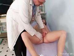 Чешская девушка на приеме у врача