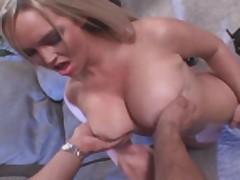 Эбби Брукс (Abbey Brooks) мастурбирует