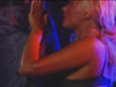 Bar i diskoteka s bol'shim kolichestvom seks dejstvij